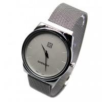 Мужские наручные часы Givenchy с магнитной застежкой CWC925