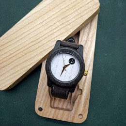 "Наручные часы ""Две тайны"". Мореный дуб + натуральная кожа. Футляр в комплекте. Арт. K022"