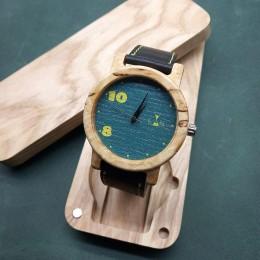 """Наручные часы """"Выбери свой час"""". Карельская береза + натуральная кожа. Футляр в комплекте. Арт. K025"""