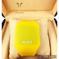 Спортивные часы Nike Touch Screen CWS100